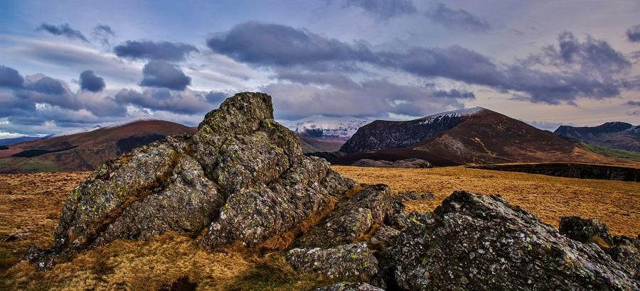những tảng đá xù xì tại công viên snowdonia