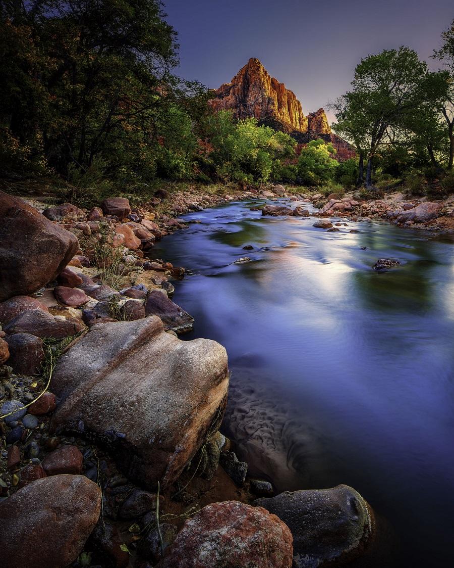 ảnh chụp zion với hồ nước và ngọn núi