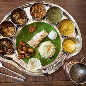 酒店供應的地道印度菜,更以傳統方式盛載。