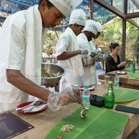 完全單車之旅會在山中度假村內品嘗一頓健康而美味的印度午餐。