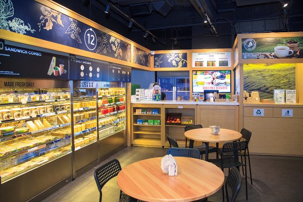 全店設計簡約,店內燈光用上環保節能燈泡,在細節上植入綠色考量。