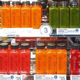 店內的果汁不單色彩繽紛,而且選用100%可回收PET膠樽盛載。