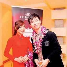 Luffy 於2013年在河內代表香港滙豐出席頒獎典禮首遇太太。