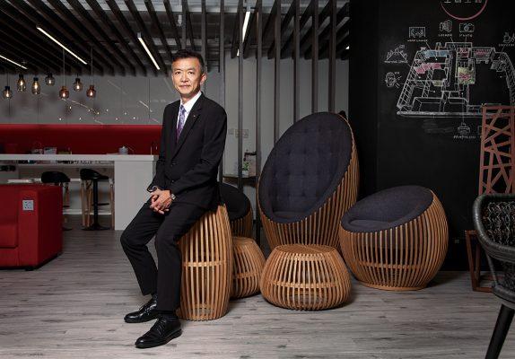 葉中賢info 香港工業總會主席 |  香港通用國際企業 (G.E.W.)董事總經理 |  創新及科技基金一般支援計劃評審委員會主席 |  香港青年工業家獎(1999年)