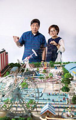 (左起)本地著名微縮模型師黎熾明(Tony)與陳慧姬(Maggie)。