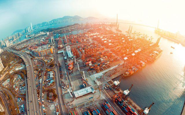 受中美貿易戰影響,本港出口數據轉差。
