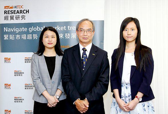 (左起)貿發局大中華區助理首席經濟師曾詩韻、貿發局研究總監關家明及貿發局經濟師袁淑妍。
