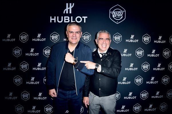 Hublot行政總裁Ricardo Guadalupe(左)與Laurent Picciotto(右)在Classic Fusion Wild Customs發佈會上一同展示這枚聯乘之作。