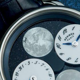"""12點鐘位置的月相盤飾以出自著名插畫家Dimitri Rybaltchenko之手,名為""""Pieine Lune""""(滿月)的飛馬圖案。"""