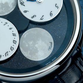 6點鐘位置的月相盤則描繪出寫實的月球表面。