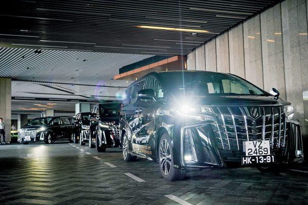 [港澳尊車」跨境專車服務選用2019年落地之Toyota Alphard七人車作車隊主要用車,主攻商務旅客。