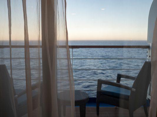 建議選擇入住露台海景房,閒來都可在房間享受海景。