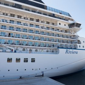 Riviera屬於中型郵輪,全船滿客只有1250人,即使海上航行當日亦不會感到船上人山人海。