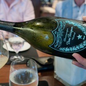 以Dom Perignon配菜的船上晚宴,每道菜與酒都令人難忘。