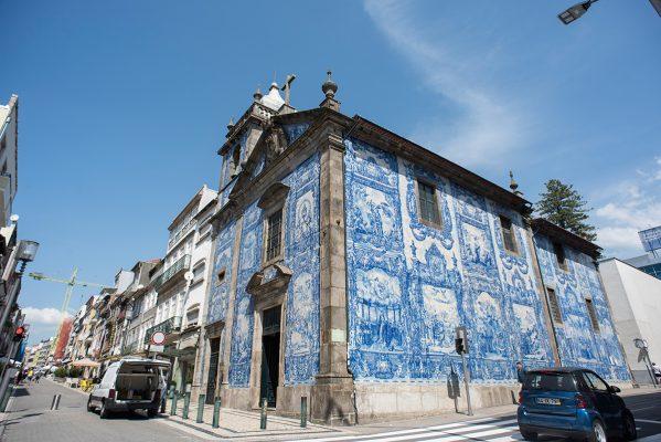 葡萄牙波圖又是另一種風貌,大街上貼上磁磚的建築,都是城市亮點。