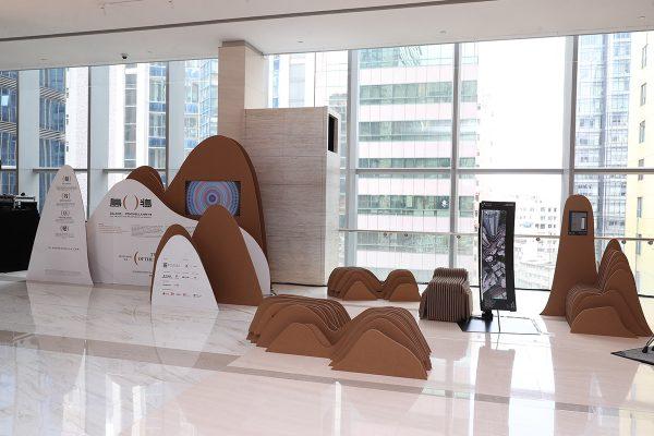 剛於10月2日在Urban Sky完展的「島與半島」洛杉磯建築展中,展示了互動音樂藝術裝置「Skyline Cello」。