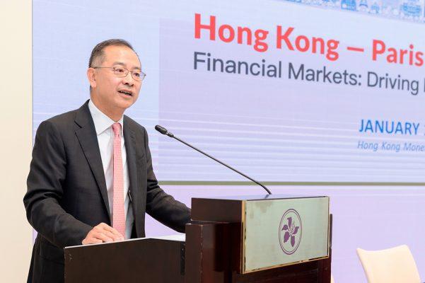 香港的優勢及長遠機遇仍然穩定;未來將繼續發展金融科技及綠色金融,強化離岸人民幣市場,加強與內地資本市場的聯繫等,有很多挑戰,亦有機遇。