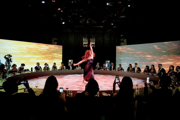 軒尼詩於今年五月,與澳門銀河合作,為旗下的Paradis Imperial新設計的全新水晶酒樽舉行揭幕晚宴。