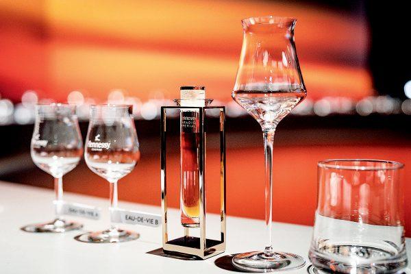 Roch 建議,可以從嗅覺、味覺、視覺三方面來細味品嚐干邑。