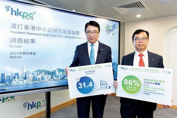 (左起)生產力局首席創新總監張梓昌、渣打銀行大中華區高級經濟師劉健恒日前公布第四季中小企指數