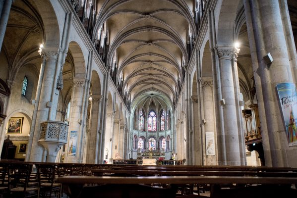貝桑松主教座堂是當地重要的宗教建築。