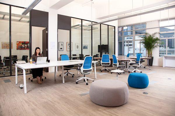 共享工作間空間感十足。