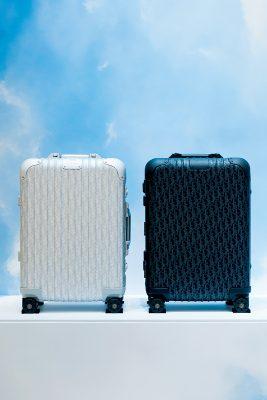 別注系列中RIMOWA招牌Cabin客艙手提箱印上Dior Oblique圖案,讓人耳目一新,備有銀色、啞黑色及漸變藍色。