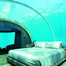 深入海底5米的睡房,是另一種住宿體驗。