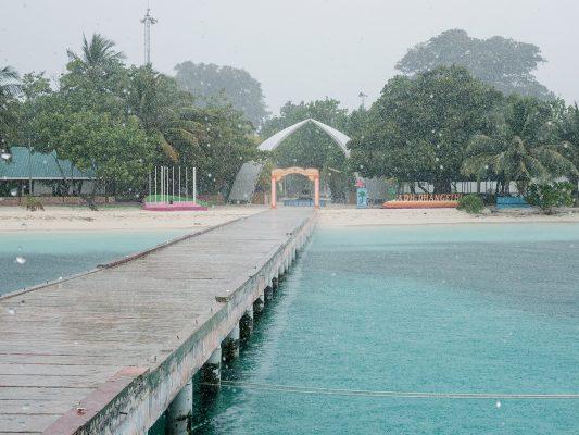 誰說馬爾代夫不下雨?天堂也有下雨時,只要保持好心態,雨過就會天清。