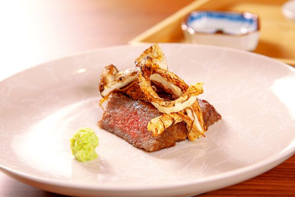 燒物之一的近江牛燒物 。(食材配搭或受時令影響)