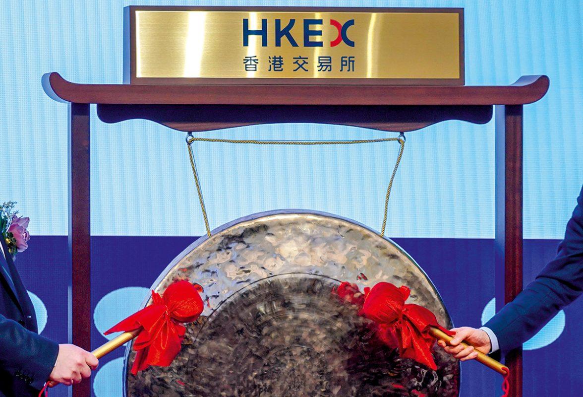 專業服務機構德勤中國近日發佈數據稱,截至2019年3月31日,香港交易所共有37祗新股上巿,共集資204億港元。與2018年第一季度比較,新股數量由當時的64祗下跌42%,集資金額則由244億港元減少16%。今年第一季度,港交所創業板(GEM)新股數量大跌,以及缺乏超大型和大型新股促使港交所新股巿場整體表現大幅度放緩。 中新社發 張煒 攝
