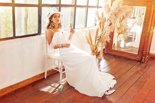 Viola 曾是Oleg Cassini 經典婚紗禮服品牌之國際創作總監,圖為其中一款由Viola 設計的Oleg Cassini婚紗。