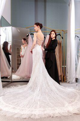 Viola 認為好的婚紗設計能突出女士的長處,遮蓋短處,更認為婚紗是應該擁有的,象徵著人生的next page。