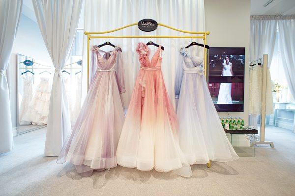 The House of VC的實體店坐落於九龍灣的高銀金融國際中心,為Viola 在港設置的奢華婚紗晚裝概念店,以online-to-offline銷售模式概念為目標,現在網上平台未啓動,仍在soft launch 階段。