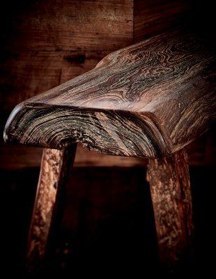 這是由回收得來的舊實木傢具,紋理深刻分明,是Kate其中一件心頭好。