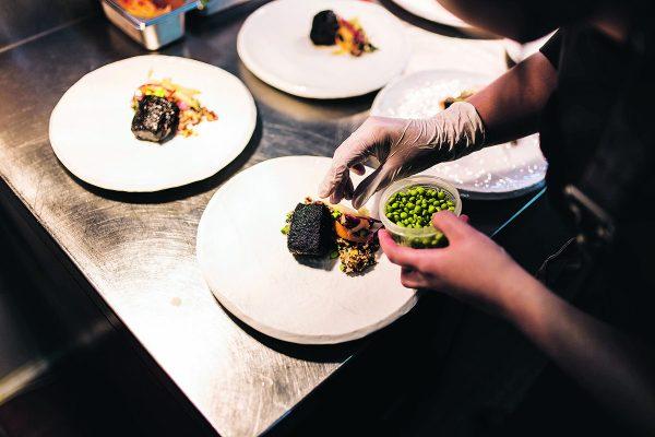 巴西菜中包含不同食材與調味配搭,與巴西人的個性一樣,呈現豐富熱情的感覺。