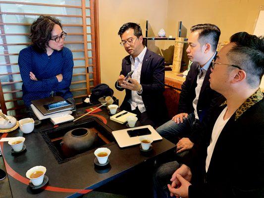 三人經常前往京都,在京都府政府的安排下與當地的工匠見面。