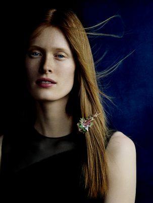 Chaumet Cueillette 18K 白金與玫瑰金限量版胸針,鑲嵌1顆紅榴石、1顆沙弗萊榴石、1顆紅色尖晶石、31顆紫晶與綠漆。
