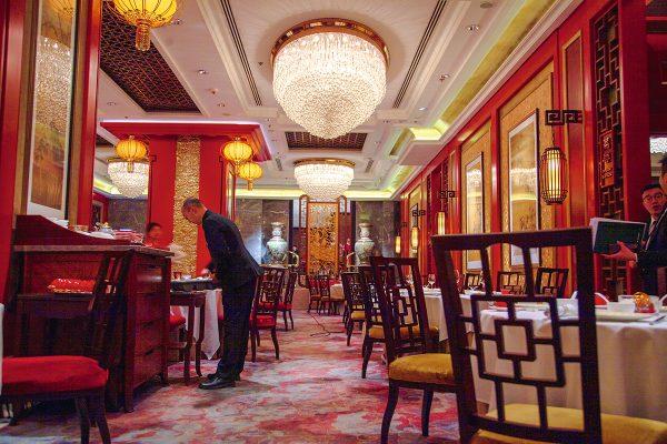 位於九龍香格里拉大酒店的香宮中菜廳,內裡的環境一攝。