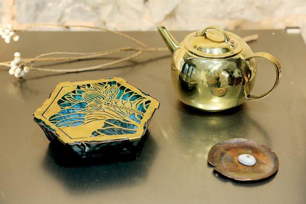 由陸樹才和陸強才、炳記銅器與蘇林海合作的作品。