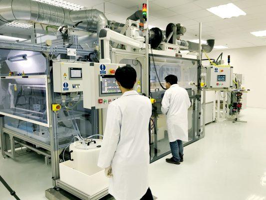 Focus生產納米纖維網的大型先進靜電紡絲設備。