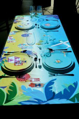 近年餐飲界流行的玩意——將影像投射餐桌上,令進餐過程充滿趣味。