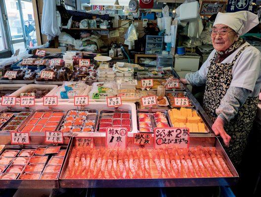 古川市場內可以在不同攤檔以小票換各種刺身,放在蓋飯上。