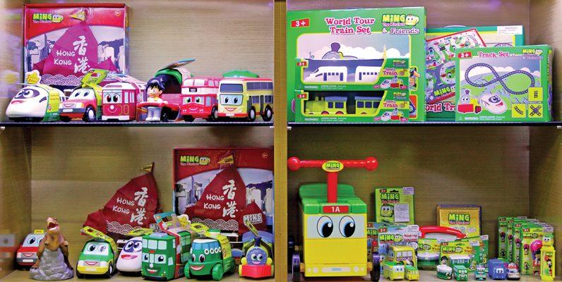母公司全利集團核心業務為OEM玩具生產,但Emily開發《明明小巴》(Ming the Minibus)自家品牌。