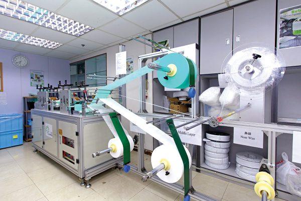 尚芳在2月初重新啟動本地口罩半自動生產線。