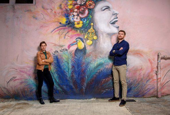 (左至右)從小在香港成長的法籍姊弟Laura及Alexis。
