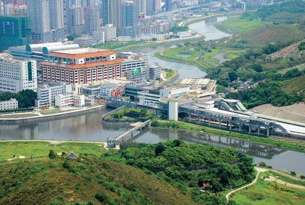 粵港兩地政府應早日為港商創造通關便利。