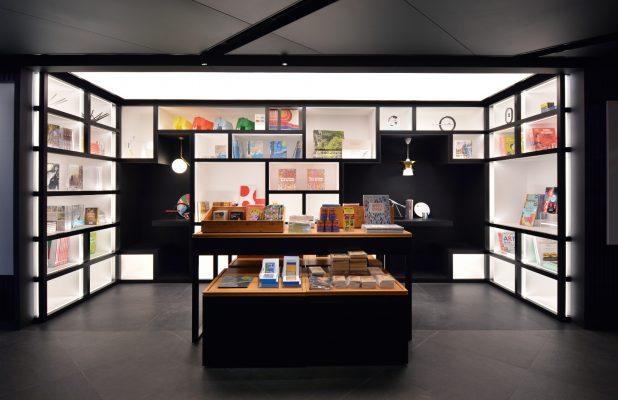 MoMA Pub 在香港 MoMA Design Store 內自成一角。