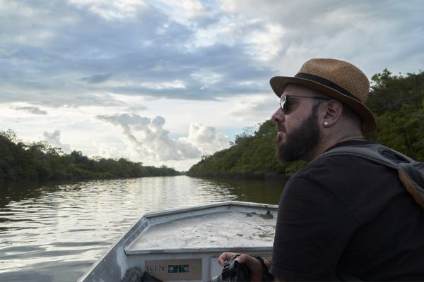 身兼國家地理探險家、普立茲得主及「2020年索尼世界攝影獎」的年度攝影師Pablo Albarenga。