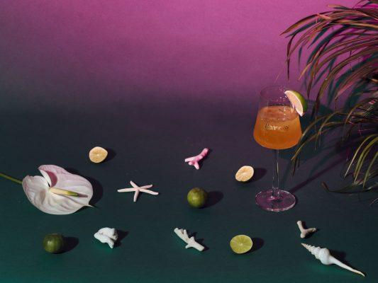 以鮮榨青檸汁及橘香為主調的軒尼詩V.S.O.P雞尾酒「Hennessy Sunset Lime」。